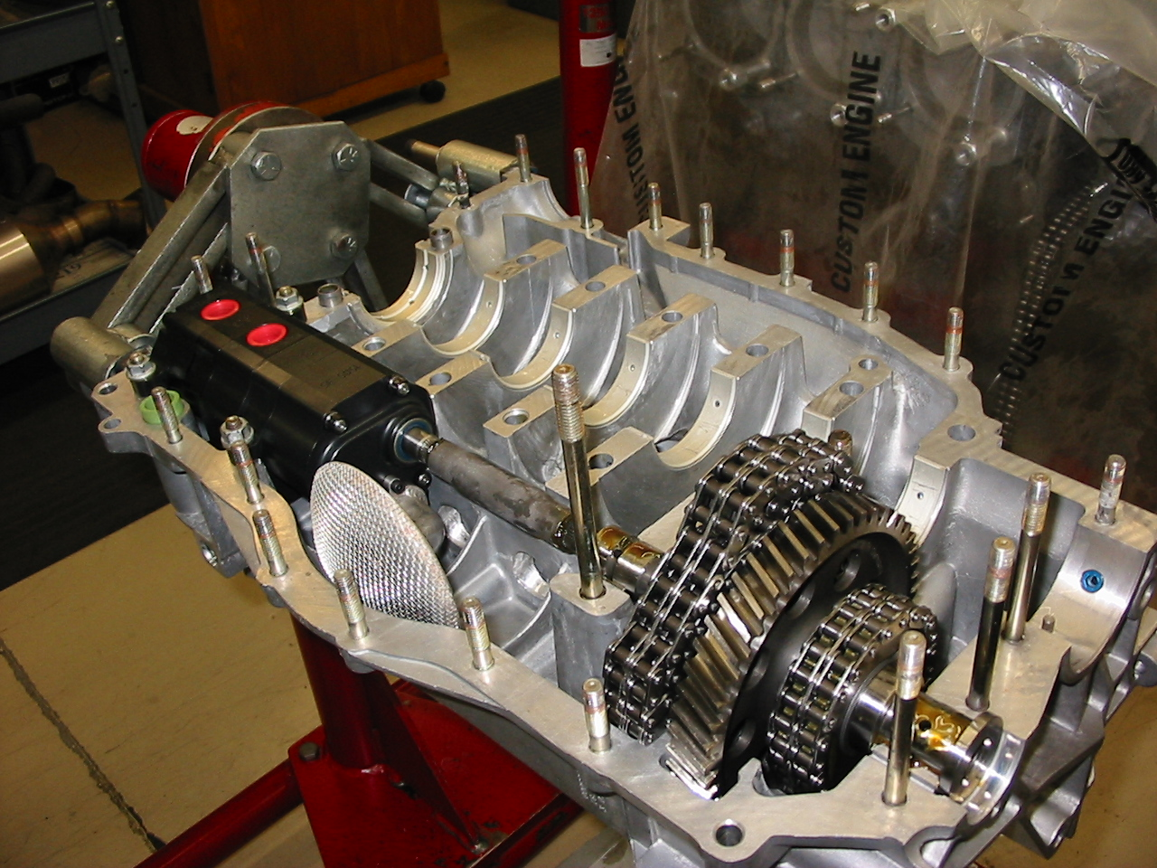8 stroke engine Advantages of 4 stroke engine :-more torque :-in general, 4 stroke engines always make extra torque than 2 stroke engine at low rpmalthough 2 stroked ones give higher torque at higher rpm but it has a lot to do with fuel efficiency.